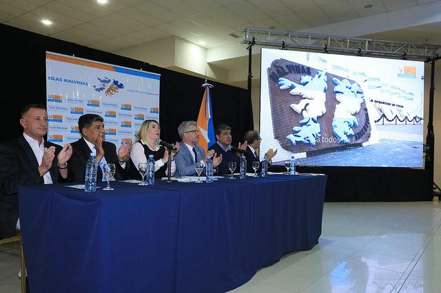 La gobernadora presentó el proyecto de ley Malvinas