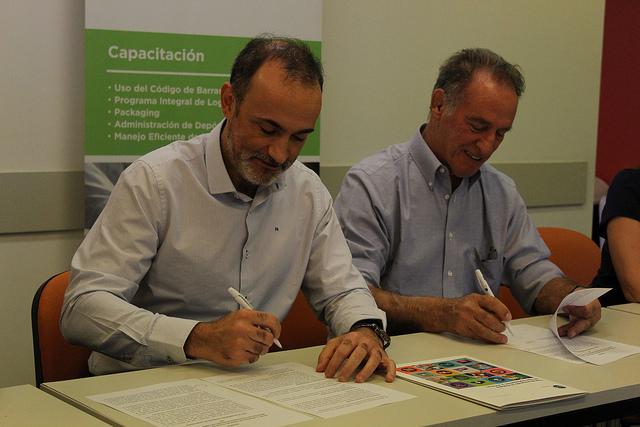 Caballero firmó un convenio para conocer la trazabilidad de los productos fueguinos
