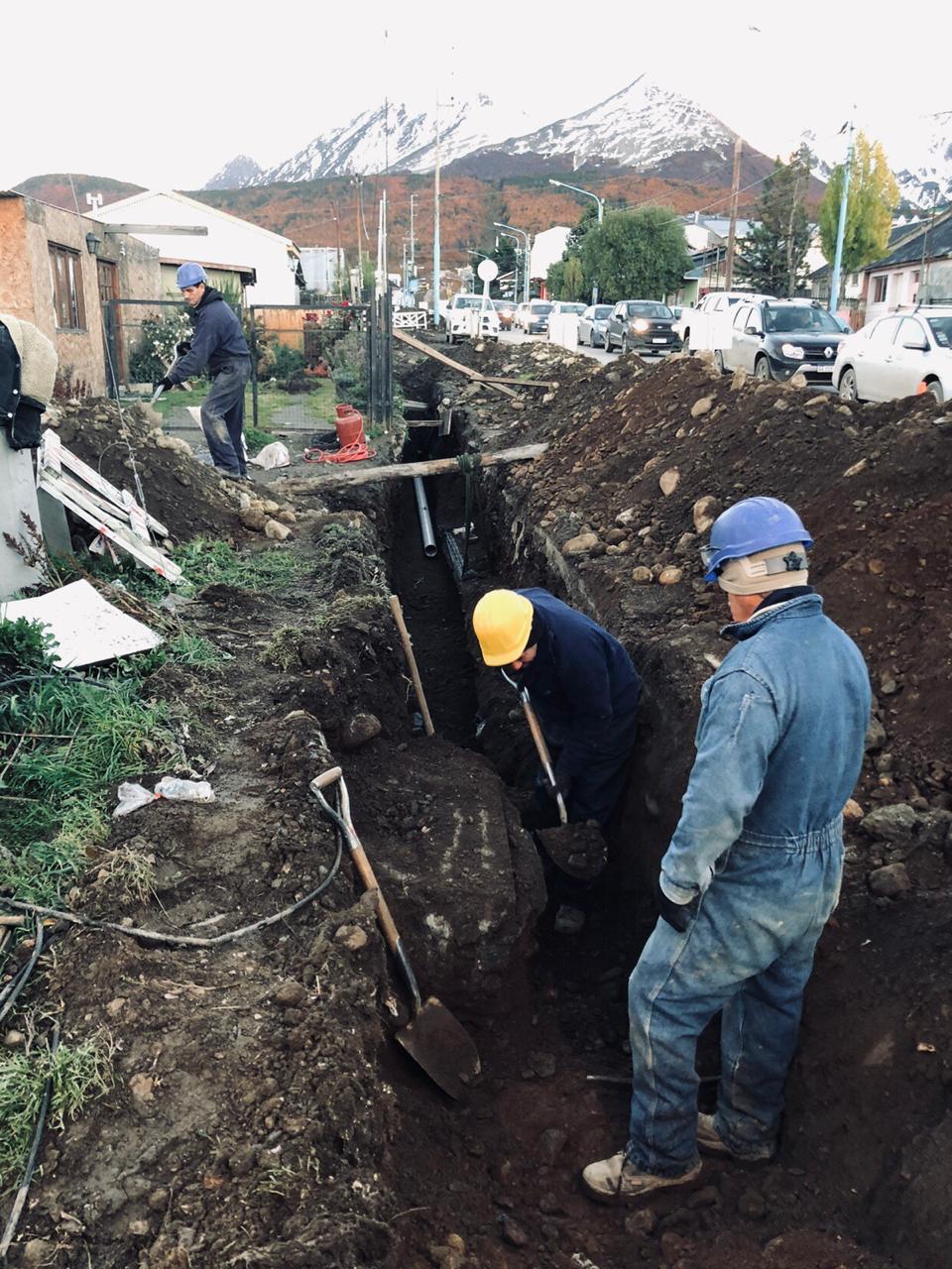 Agua y cloacas: el gobierno está terminando la instalación de redes en el barrio colombo